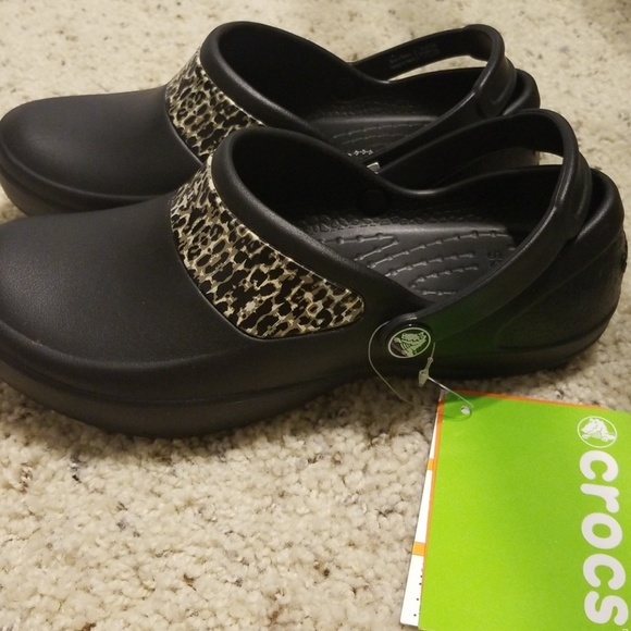 6674048b3fef37 CROCS Mercy Work black   gold size 5 NWT